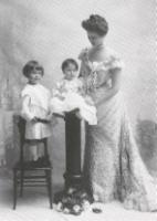 Blanche (Hinman) Garland with sons Marshall and Jack in 1903